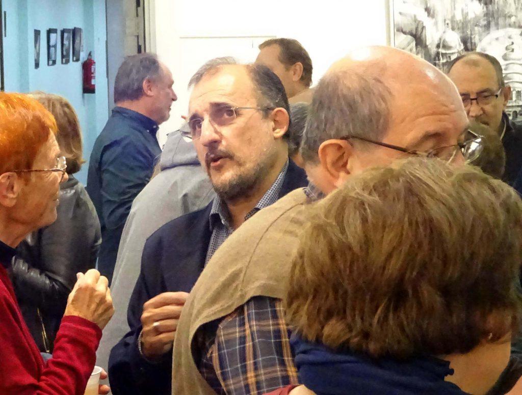 José Enrique González (center) at 'Algo más que realismo'