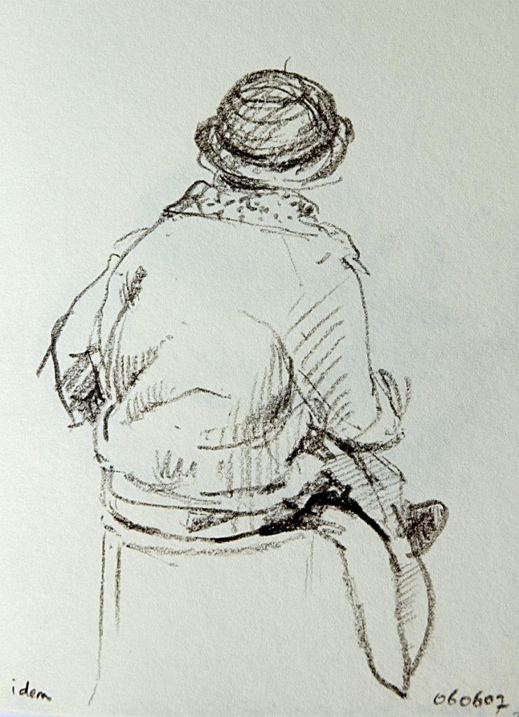 Vrouw in wachtkamer, Uruguay – krijt op papier – 15x11cm